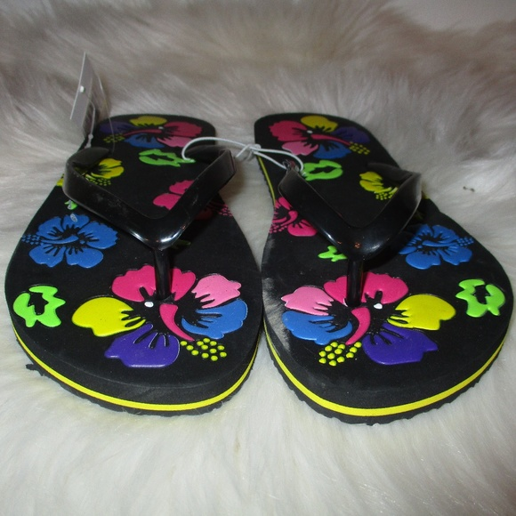 22bc523a61b9e6 Capelli Flower Power Flip Flops in Size 6   7 NWT